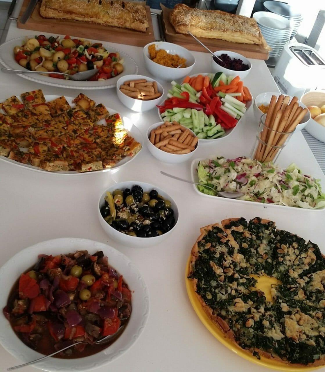 Vegetarisches und gesundes Essen im Sommer Yoga Retreat