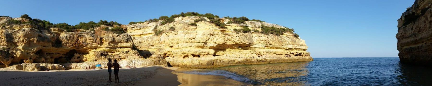 Versteckte Sandbucht Felsenalgarve