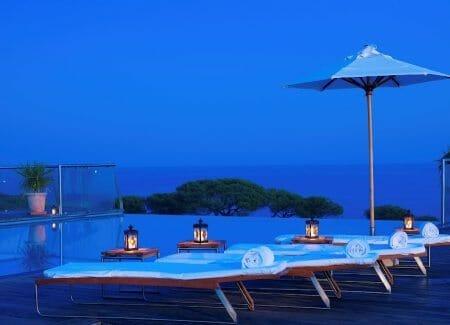 Yoga am Meer - Infinitiy Pool in der Abendsttimmung